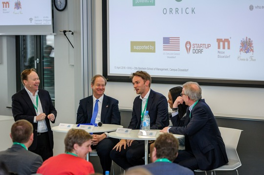 Podiumsdiskussion mit Chris Grew, John B. Emerson, Uwe Horstmann, Jewell Strong-Sparks und Dirk Nachtigal (vlnr.) © WHU – Otto Beisheim School of Management